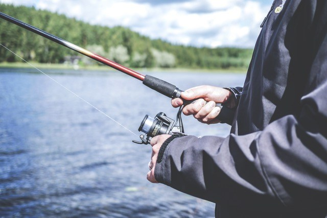 how to fish with a spinning reel